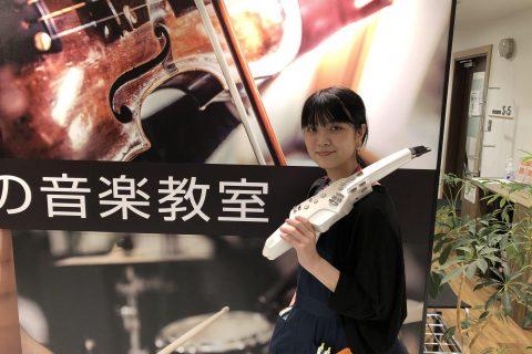 スタッフ写真サックス・音楽教室担当鈴木