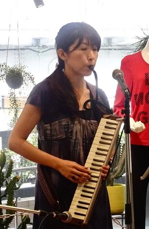 鍵盤ハーモニカ演奏