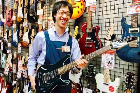 スタッフ写真アコースティックギター・ドラム萬世