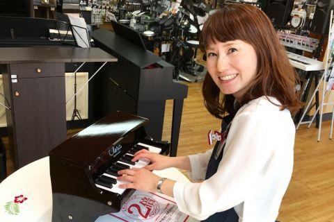 スタッフ写真ウクレレ・教育楽器萩本